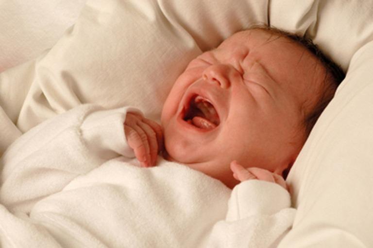 calm_a_crying_newborn_baby_to_sleep_at_night.jpg